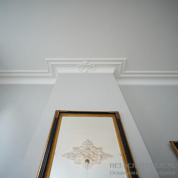 Kooflijst op plafond