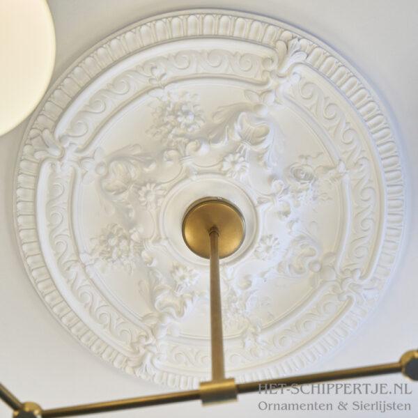 Rozet R41 op plafond